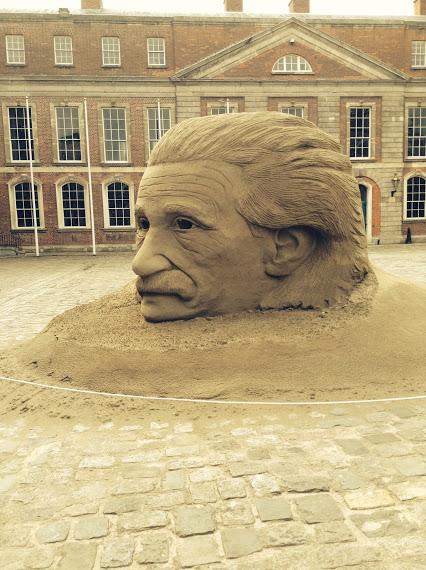 Einstein made from sand ~ Dublin Castle爱因斯坦从沙滩〜都柏林城堡