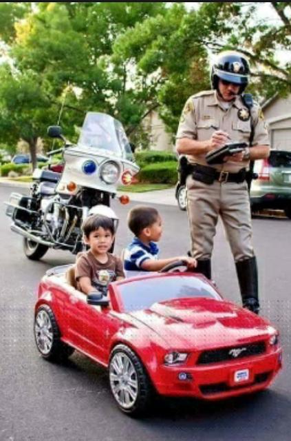 这位警察叔叔真尽职