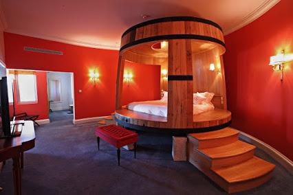 Wine-themed bedroom以葡萄酒为主题的卧室