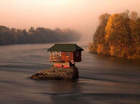河流中央的童话钉子户