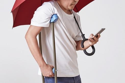 解放双手的雨伞:Phone-brella1