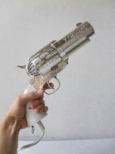 This is a hair dryer...weird, huh 这是一个吹风机……怪异,嗯