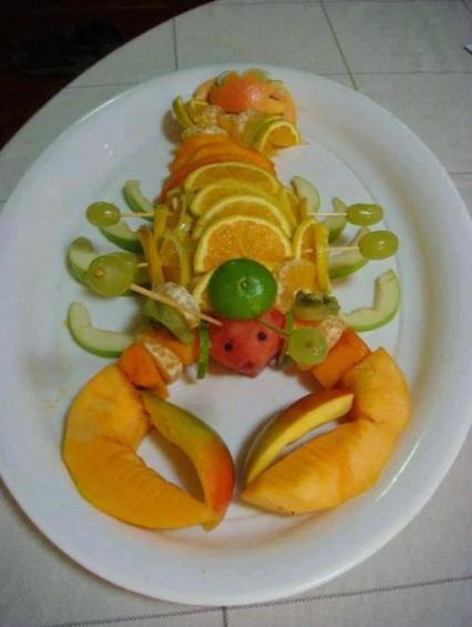 Lobster Fresh Fruit Platter 龙虾水果拼盘