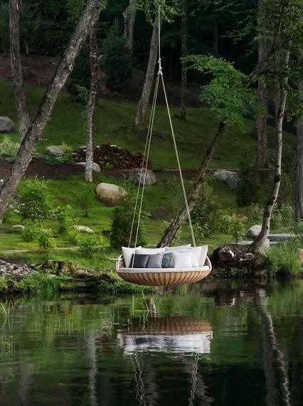 The lake on the hammock 湖上的吊床,敢坐吗?