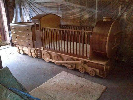 Amazing Train Crib.惊人的列车婴儿床。