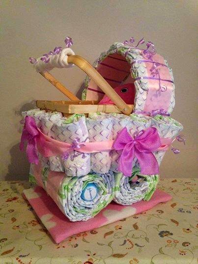 Beautiful Carriage Diaper Cake.美丽的回尿布蛋糕。