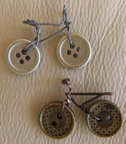 Bicycle from buttons.钮扣做成的自行车。