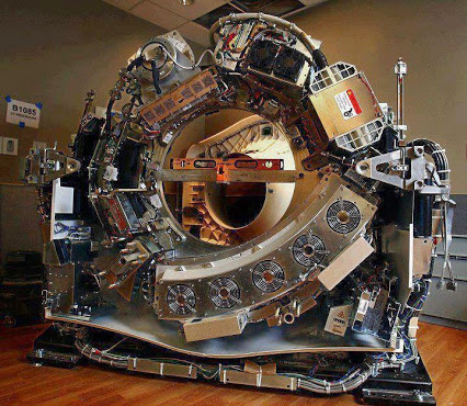 CT scanner without the cover.CT扫描无盖。