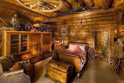 Describe this bedroom in only one word.卧室世界