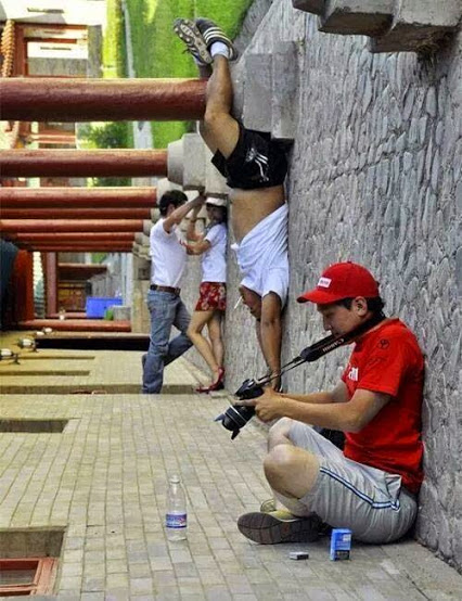 Forced perspective upside down photography !! Too Cool强行透视颠倒的摄影!太酷了!