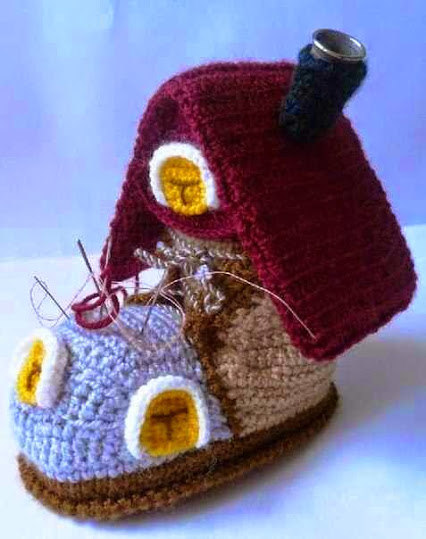 Funny Crocheted House.有趣的钩针编织的房子。