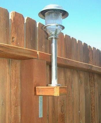How to Add Solar Lights to a Fence. 如何在栅栏上增加太阳能灯。