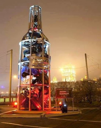 Monument against drunk driving, Moscow.纪念碑反对酒后驾车,莫斯科。