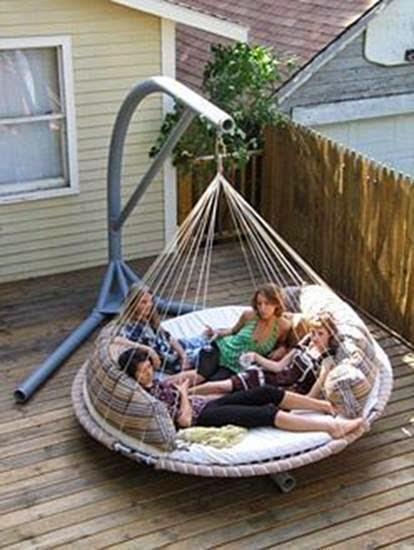 Outdoor Hammock Bed.QQ的户外吊床上。