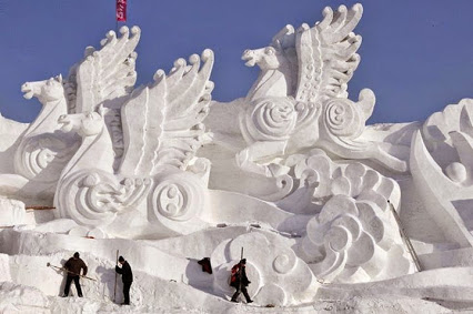 Snow Castle, Harbin Snow Festival, China.雪城堡,在中国哈尔滨冰雪节。