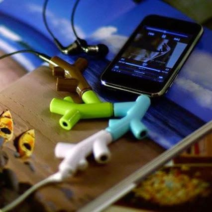 Splitter for any number of headphones.耳机分配器