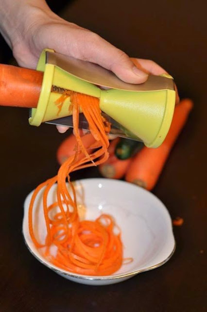 Stainless Steel Vegetable Spiralizer with Special Japanese Blades.不锈钢蔬菜特殊日本刀。