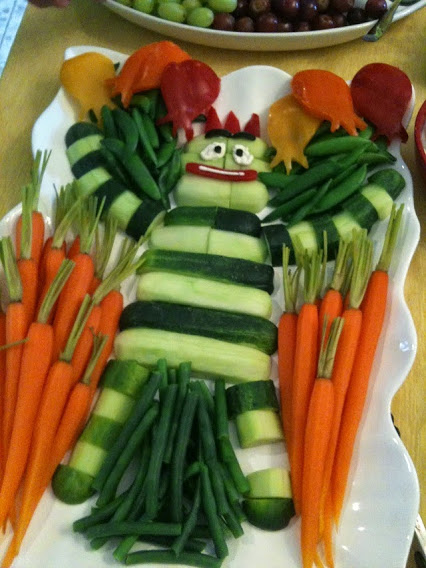Vegetable Platter Idea for Halloween.万圣节蔬菜拼盘的想法。