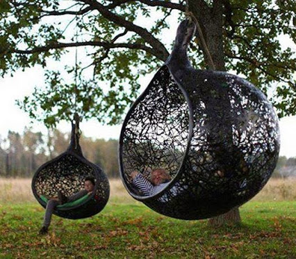 Awesome Outdoor Hanging Chairs.可怕的室外吊椅。