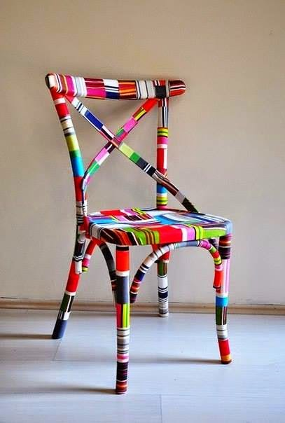 Bright and colorful chair.绚丽多彩的椅子。