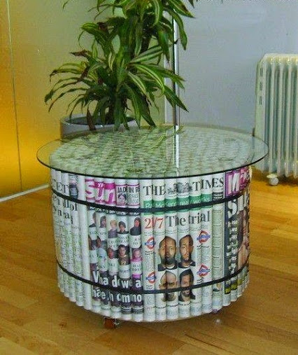 DIy Unique Coffee Table ... made of Newspapers.用报纸DIY独特的咖啡桌。
